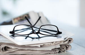 newspapers_glasses